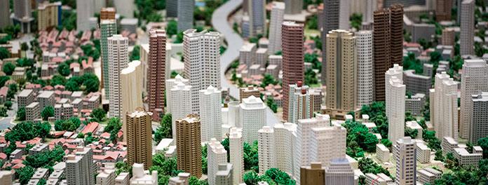 Edificios en una maqueta. Referencia conceptual al problema de las alteraciones catastrales